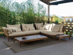 Đặt bộ bàn ghế sofa với 1 căn chòi ngoài trời có thể bất cứ lúc nào tất cả mọi thành viên đều có thể tụ tập vui vẻ