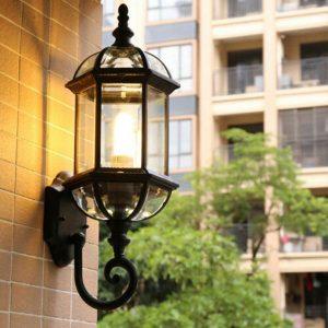 đèn trang trí bên ngoài căn nhà