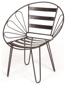 Ghế kim loại với hoa văn đơn giản dễ phối