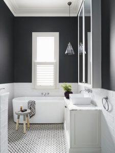 Đường ống nước, thiết bị điện tử trong nhà tắm phải đảm bảo, an toàn