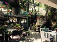 Sorrento Cafe - Quận 10. Được xướng danh trong chuỗi những quán cafe sân vườn đẹp nhất Sài Gòn cùng Du Miên, Miền Đồng Thảo... trong nhiều năm qua