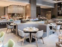 Không gian nhà hàng buffet trong nhà cần đủ rộng, tạo sự thoải mái cho khách hàng.