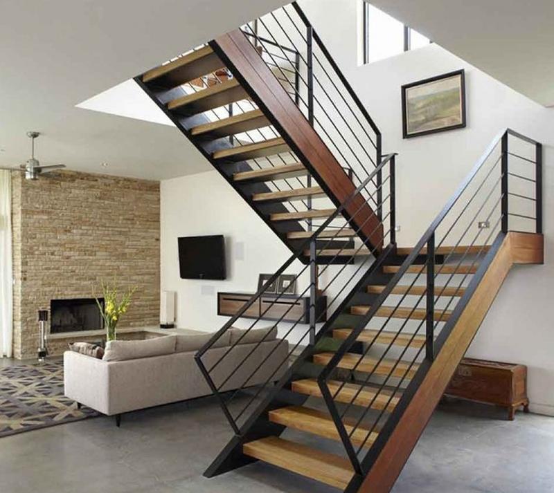 Không gian trở nển ấn tượng hơn với mẫu cầu thang gỗ xoay chiều 180