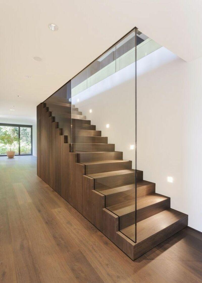 Cầu thang làm bằng gỗ tự nhiên