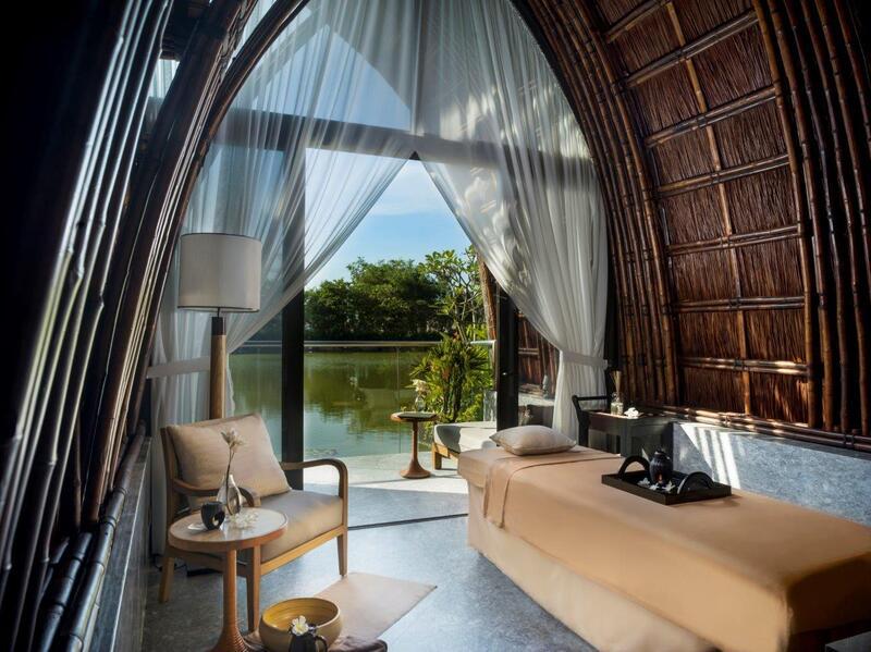 Kết hợp với phong cảnh thiên nhiên, không gian của spa trở nên rộng rãi và thông thoáng, mang đến cảm giác thoải mái, thư giãn, yên bình cho khách hàng.