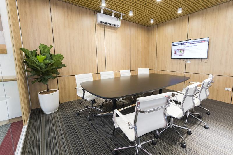 Cách điệu bàn họp vuông phù hợp với nguyên tắc phong thuỷ