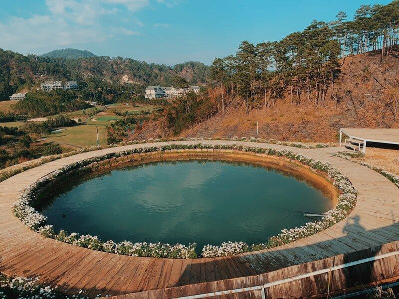 Chiếc hồ nhỏ xinh chính là một trong những điểm hút khách của Homestay