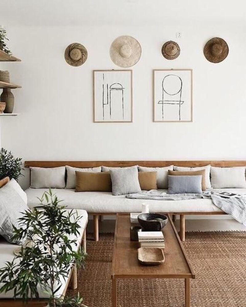 Một chiếc bàn gỗ đơn giản cũng khiến cho không gian thêm phần sinh động, ấn tượng